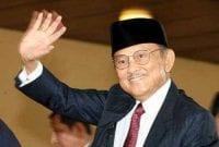 Membangun Negeri Dari Inspirasi Dan Kisah Sukses BJ Habibie 01 - Finansialku