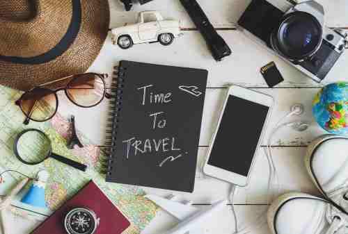 10 Daftar Perlengkapan Wajib Liburan Saat Traveling Ke Luar Negeri 01 - Finansialku