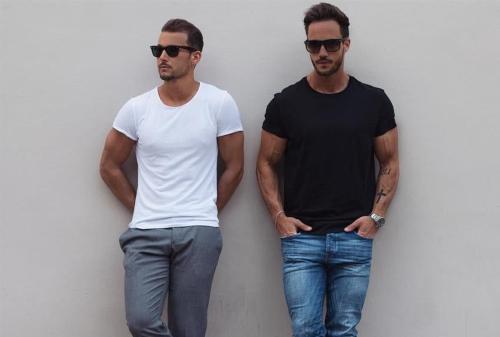 Yuk Tampil Kece! 5 Fashion Item Liburan Pria yang WAJIB Kamu Punya 04 - Finansialku