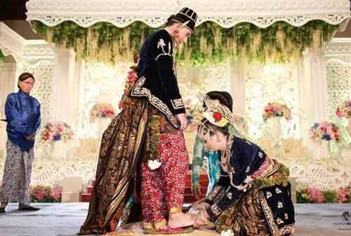 Biaya Upacara Pernikahan Adat Jawa Memang Mahal, Namun… 06 - Finansialku
