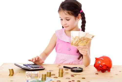 Moms, Pahami Cara Terbaik Mengajarkan Anak Menghargai Uang 02