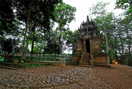 Candi Cangkuang dan Kampung Pulo - Finansialku