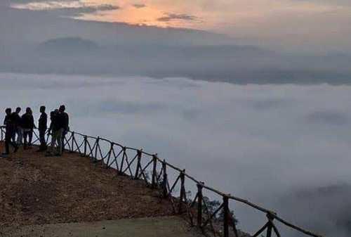 Wisata Gunung Luhur yang Mendadak Kebanjiran Wisatawan 03 - Finansialku