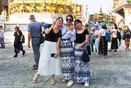 Tips Wisata Bangkok Thailand Untuk Pertama Kali 03 Pakaian di Bangkok - Finansialku