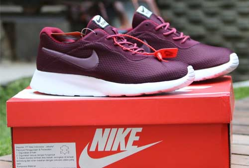 Sepatu Nike 02 - Finansialku (Nike Indonesia)