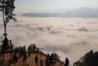Wisata Gunung Luhur yang Mendadak Kebanjiran Wisatawan 01 - Finansialku