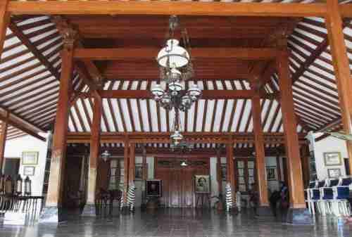 Intip Yuk Bagian-bagian Dalam Rumah Joglo yang Kaya Makna - Pringgitan