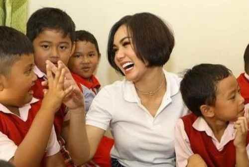 Yuni Shara Bangun Sekolah Non-Profit 01 - Finansialku