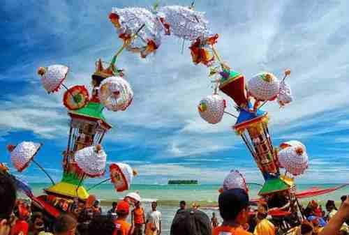 10 Potret Uniknya Kebudayaan Indonesia, Pernah Lihat yang Nomor 3_ tabuik