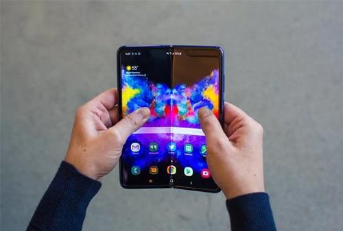 Samsung Galaxy Fold 02 - Finansialku