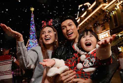 Suasana Natal di Disneyland Hongkong - Finansialku