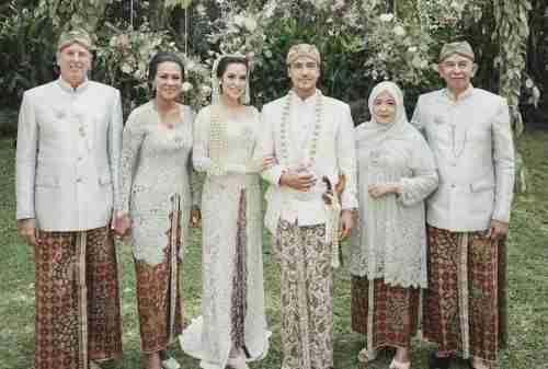 20+ Model Baju Kebaya Pernikahan yang Bisa Jadi Inspirasi 03