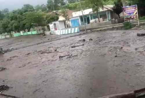 Warga Bondowoso Kaget Diserang Banjir Bandang 01