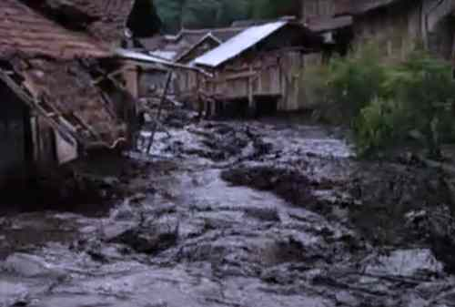 Warga Bondowoso Kaget Diserang Banjir Bandang 02