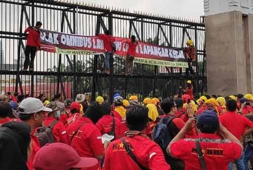 Demo Buruh dan Serikat Pekerja 01 - Finansialku
