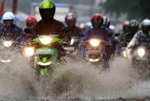 6 Cara Memilih Jas Hujan yang Aman dan Nyaman 02