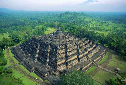 5 Important Reasons Why You Should Visit Borobudur Temple 01 - Finansialku