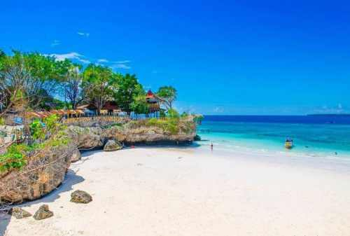 Gak Cuma Satu, Ada 8 Pantai Pasir Putih di Indonesia yang Cantik lho! 02