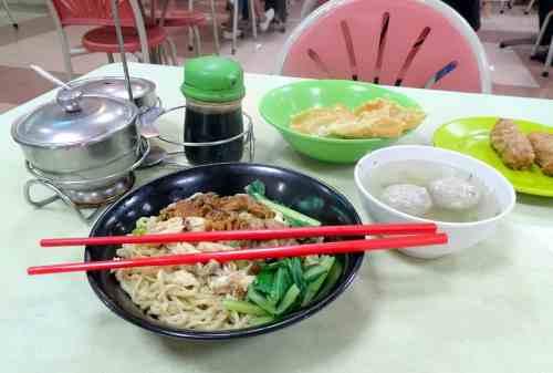 7+ Tempat Wisata Kuliner Jakarta Yang WAJIB Kamu Cicipi dengan Mie sebagai Menu Utama 06 - Finansialku