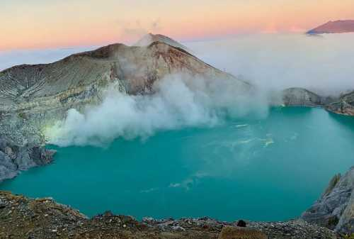 Kawah Ijen Challenging Yet Exciting Hike To Ijen Blue Fire 02 - Finansialku