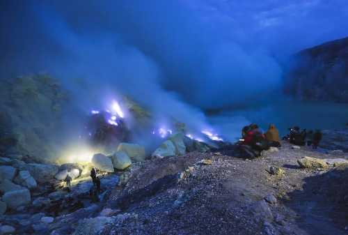 Kawah Ijen Challenging Yet Exciting Hike To Ijen Blue Fire 03 - Finansialku