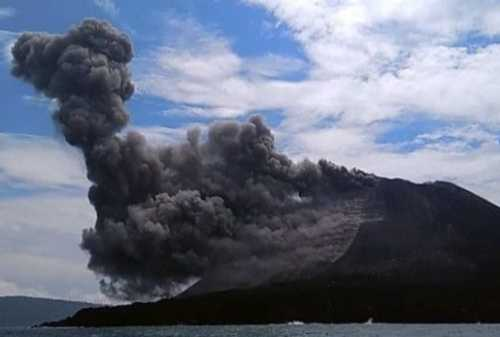 Gunung Anak Krakatau dan Merapi 'Batuk' Raungan Alam di Jumat Malam 01 - Finansialku
