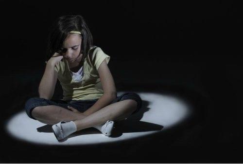 Kenali Gejala dan Cara Ampuh Menghilangkan Trauma Pada Anak 01 - Finansialku