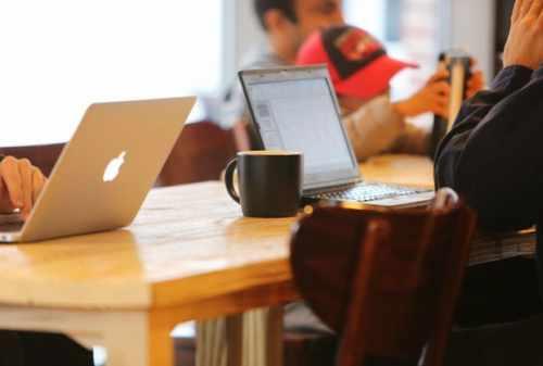 7 Kegiatan Hasilkan Uang Banyak Bagi Pengangguran Fresh Graduate 01 - Finansialku