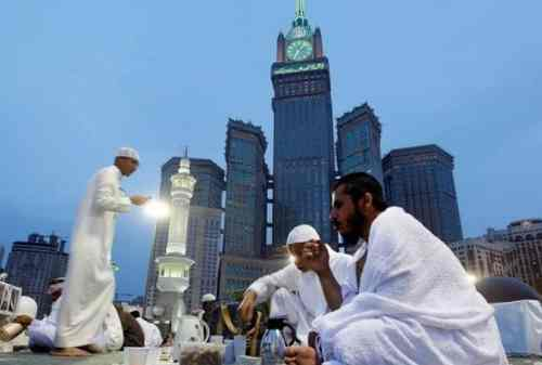 Fakta Unik Ramadan di Luar Negeri Puasa Selama 17 Jam Sampai Pasang Lampion 01