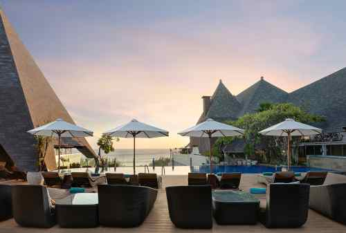 7 Best Hotels In Bali With A Stunning Beachfront View 07 - Finansialku