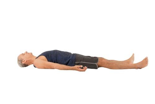 Ini Gerakan Yoga untuk Pria yang Bisa Kamu Lakukan di Rumah 07 - Finansialku