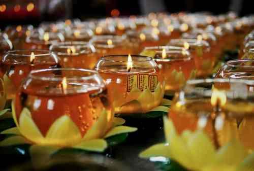 Beginilah Tradisi Yang Dilakukan Umat Budha Saat Hari Raya Waisak 01 - Finansialku