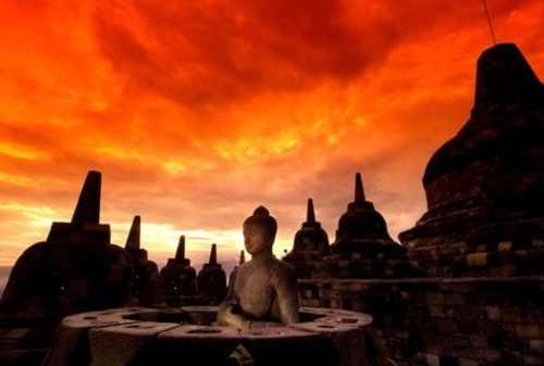 Beginilah Tradisi Yang Dilakukan Umat Budha Saat Hari Raya Waisak 00 - Finansialku