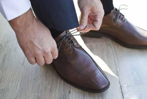 Cara Mencuci Sepatu Untuk Mengembalikan Warna Sepatu yang Pudar 03 - Finansialku
