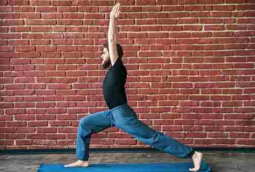Ini Gerakan Yoga untuk Pria yang Bisa Kamu Lakukan di Rumah 02 - Finansialku