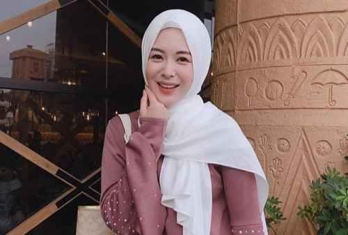 Jajal 10+ Style Hijab Pashmina Simple yang Cocok Bagi Mahasiswa & Karyawan 07 - Semat - Finansialku