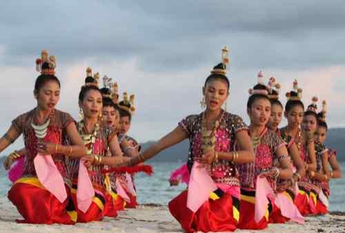 Amazing 8 Attractions To Visit In Divers' Paradise, Wakatobi Island 07 Lariangi Dance - Finansialku