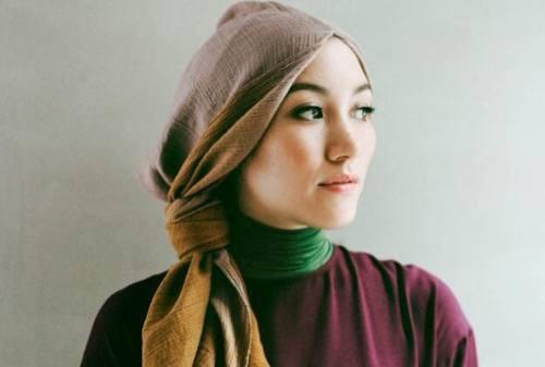 Jajal 10+ Style Hijab Pashmina Simple yang Cocok Bagi Mahasiswa & Karyawan 09 - Hana - Finansialku