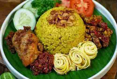 Moms, 3 Resep Nasi Kuning yang Gak Pake Ribet Namun Lezat 01 - Finansialku