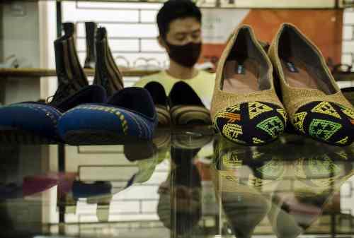 Tolong! Pabrik Sepatu Setop Produksi Gara-Gara Corona 01 - Finansialku