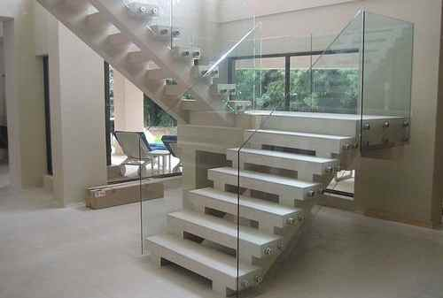 Sejumlah Ide Dekorasi Tangga yang Bikin Rumah Lebih Manis 09 - Finansialku