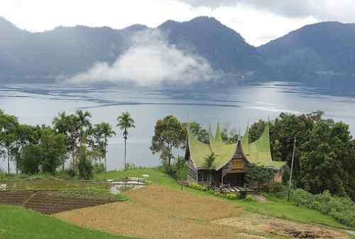 Bukittinggi, The Truly West Sumatera Tourism Pride 03 Maninjau Lake - Finansialku