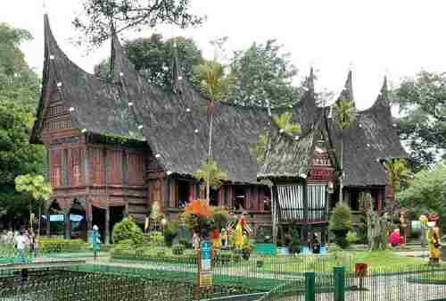 Bukittinggi, The Truly West Sumatera Tourism Pride 08 Baanjuang Traditional Home Museum - Finansialku