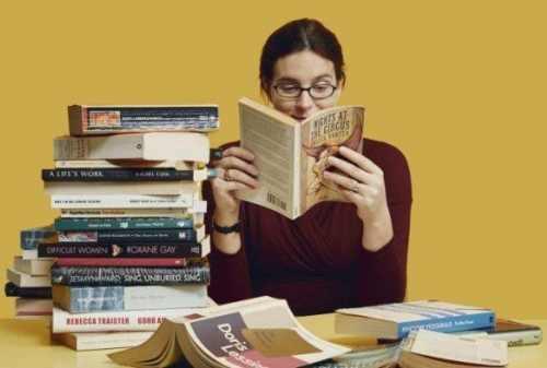 5+ Manfaat Hobi Membaca Buku untuk Manusia, Kamu WAJIB Tahu! 01 - Finansialku