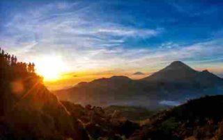 Romantisnya Gunung Prau, Sudah Tahu Aturan Mendakinya 09 - Finansialku