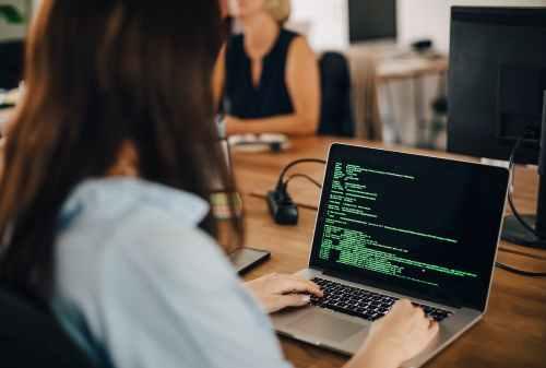Gaji Programmer Memang Fantastis, Tapi Percuma Habis Terus! - Finansialku