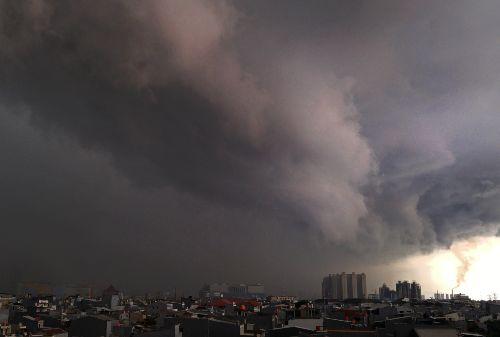 01Waspada! Cuaca Hujan Ekstrem Diprediksi Guyur Wilayah Jabodetabek