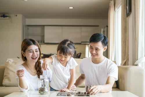 Suami Istri Bekerja, Perlu Gak Sih Buat Rekening Keluarga 01 - Finansialku