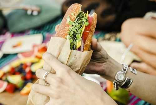 Kisah Ari yang Terpaksa Harus Jadi Sandwich Generation 01