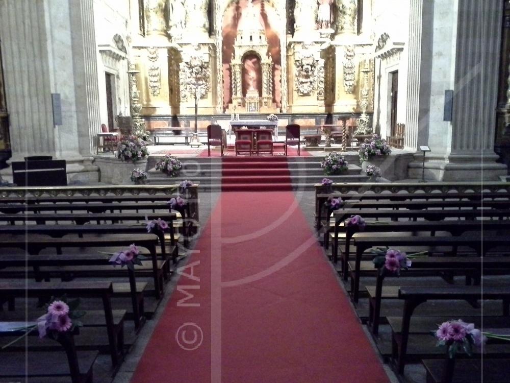 Sencilla y elegante composición floral en una de las más espectaculares Iglesias de la ciudad